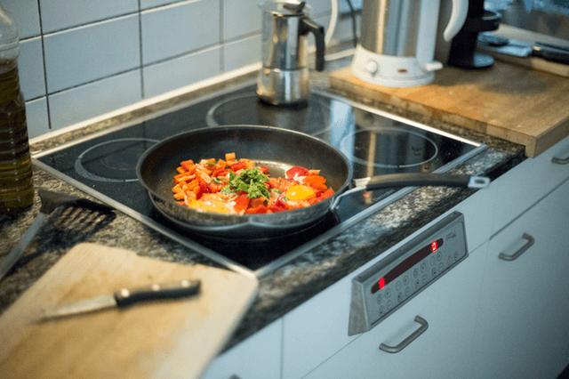 料理中のダイニング