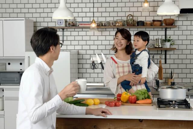家族で料理中