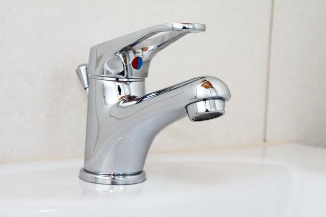 お水とお湯に分けられる蛇口