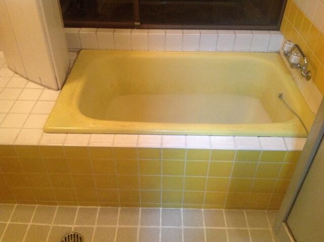 タイルの床と風呂